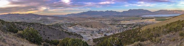 Zonsondergangpanorama van de Vallei van Utah met meningen van meer royalty-vrije stock afbeeldingen