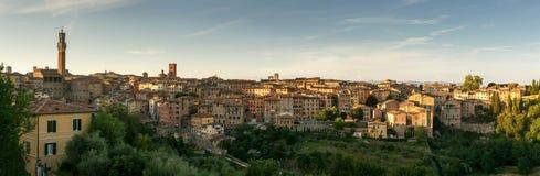 Zonsondergangpanorama van stad Siena, Toscanië, Italië Stock Foto's