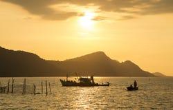Zonsondergangscène in het strandeiland van Phu Quoc Stock Foto's