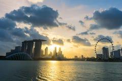 Zonsondergangscène van het het oriëntatiepunt financiële district van Singapore Stock Foto's