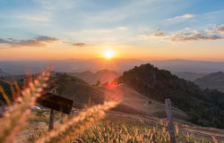Zonsondergangscène van het noorden van Thailand Royalty-vrije Stock Afbeeldingen