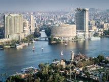 Zonsondergangscène vanaf de bovenkant van de toren van Kaïro in Egypte stock fotografie