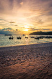 Zonsondergangstrand bij lipeeiland in Thailand Royalty-vrije Stock Foto's