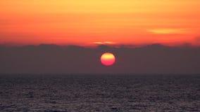 Zonsondergangstrand Timelapse, Zonsopgang op Kust, Oceaanweergeven bij Zonsondergang in de Zomer stock videobeelden