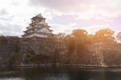 Zonsondergangtoon, het kasteel oud historisch oriëntatiepunt van Osaka royalty-vrije stock foto's