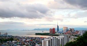 zonsondergangvideo met een mening van centraal Fukuoka, Japan stock video