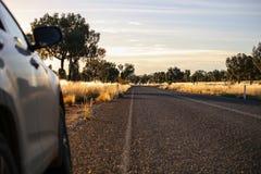 Zonsondergangweg Mooi landschap Australië stock foto