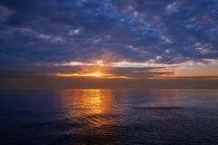 Zonsondergangzonsopgang over Middellandse Zee Stock Foto