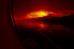 Zonsopgang aan boord van een varend jacht royalty-vrije stock afbeeldingen