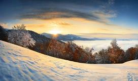 Zonsopgang in bergen Stock Foto