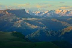 Zonsopgang in bergen Royalty-vrije Stock Afbeeldingen