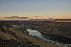 Zonsopgang bij de dam van zwaandalingen in zuidelijk Idaho wordt genomen dat royalty-vrije stock afbeeldingen