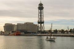 Zonsopgang bij de haven van Barcelona, aan het eind van Ramblas Staaf Stock Afbeelding