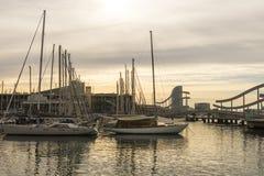 Zonsopgang bij de haven van Barcelona, aan het eind van Ramblas Staaf Stock Fotografie