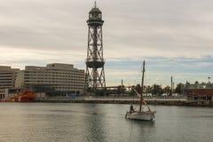 Zonsopgang bij de haven van Barcelona, aan het eind van Ramblas Staaf Royalty-vrije Stock Foto's