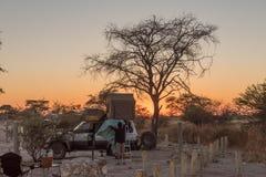 Zonsopgang bij de het kamperen plaatsen in het Okaukeujo-Rust Kamp Stock Foto's