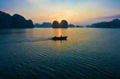 Zonsopgang bij de Lange Baai van Ha Royalty-vrije Stock Afbeelding