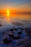Zonsopgang bij de overzeese kustlijn royalty-vrije stock afbeeldingen