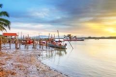 Zonsopgang bij de rivier in Koh Kho Khao Stock Foto