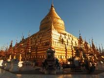Zonsopgang bij de Shwezigon-pagode Stock Afbeelding