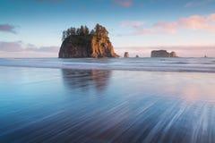 Zonsopgang bij de Tweede Duw van Strandla, Washington, Westkust de V.S. Mooi Strand in Olympisch Nationaal Park, Olympisch Schier royalty-vrije stock fotografie
