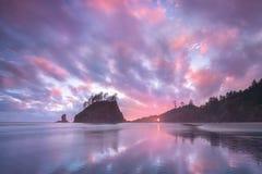 Zonsopgang bij de Tweede Duw van Strandla, Washington, Westkust de V.S. Mooi Strand in Olympisch Nationaal Park, Olympisch Schier stock foto