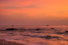 Zonsopgang bij golf van Thailand in Hua Hin met Fisher Boat royalty-vrije stock afbeeldingen