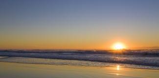 Zonsopgang bij het strand Stock Fotografie