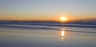 Zonsopgang bij het strand Stock Foto