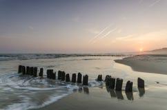 Zonsopgang bij het strand Stock Afbeeldingen