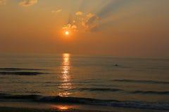 Zonsopgang bij het strand Royalty-vrije Stock Foto's