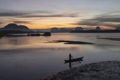 Zonsopgang bij het visserijdorp Royalty-vrije Stock Foto's