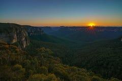 Zonsopgang bij het vooruitzicht van de govettssprong, blauwe bergen, Australië 11 royalty-vrije stock afbeeldingen