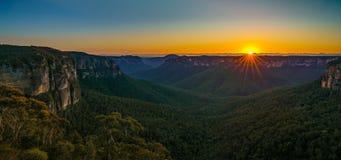 Zonsopgang bij het vooruitzicht van de govettssprong, blauwe bergen, Australië 13 royalty-vrije stock afbeeldingen