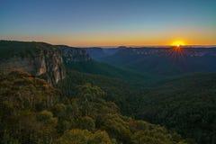 Zonsopgang bij het vooruitzicht van de govettssprong, blauwe bergen, Australië 10 royalty-vrije stock foto