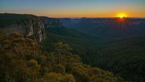 Zonsopgang bij het vooruitzicht van de govettssprong, blauwe bergen, Australië 17 stock foto