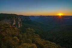 Zonsopgang bij het vooruitzicht van de govettssprong, blauwe bergen, Australië 16 royalty-vrije stock foto