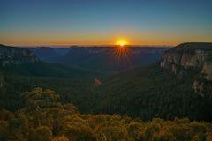 Zonsopgang bij het vooruitzicht van de govettssprong, blauwe bergen, Australië 27 stock foto