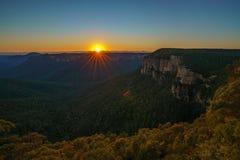 Zonsopgang bij het vooruitzicht van de govettssprong, blauwe bergen, Australië 30 royalty-vrije stock foto's
