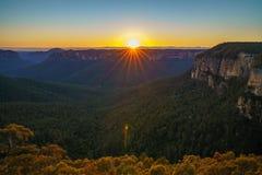 Zonsopgang bij het vooruitzicht van de govettssprong, blauwe bergen, Australië 32 royalty-vrije stock afbeeldingen