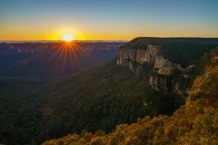 Zonsopgang bij het vooruitzicht van de govettssprong, blauwe bergen, Australië 33 stock foto's