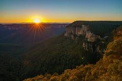Zonsopgang bij het vooruitzicht van de govettssprong, blauwe bergen, Australië 34 royalty-vrije stock foto