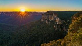 Zonsopgang bij het vooruitzicht van de govettssprong, blauwe bergen, Australië 37 royalty-vrije stock foto's