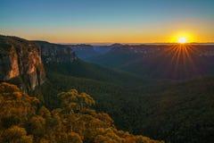 Zonsopgang bij het vooruitzicht van de govettssprong, blauwe bergen, Australië 38 stock foto's