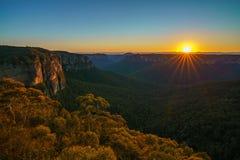 Zonsopgang bij het vooruitzicht van de govettssprong, blauwe bergen, Australië 40 stock foto's