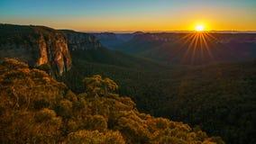 Zonsopgang bij het vooruitzicht van de govettssprong, blauwe bergen, Australië 41 stock fotografie