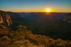 Zonsopgang bij het vooruitzicht van de govettssprong, blauwe bergen, Australië 46 royalty-vrije stock afbeeldingen
