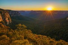 Zonsopgang bij het vooruitzicht van de govettssprong, blauwe bergen, Australië 49 stock afbeelding