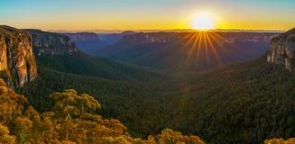 Zonsopgang bij het vooruitzicht van de govettssprong, blauwe bergen, Australië 52 royalty-vrije stock afbeeldingen