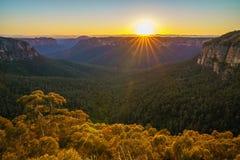 Zonsopgang bij het vooruitzicht van de govettssprong, blauwe bergen, Australië 51 stock afbeeldingen